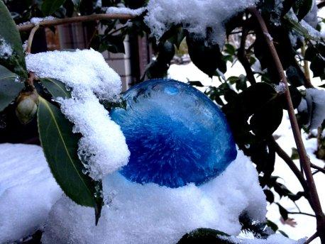 Eismurmel in blau
